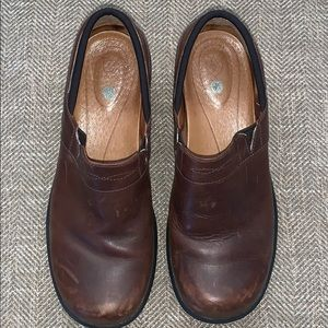 EUC Ariat Clogs Size 9 B